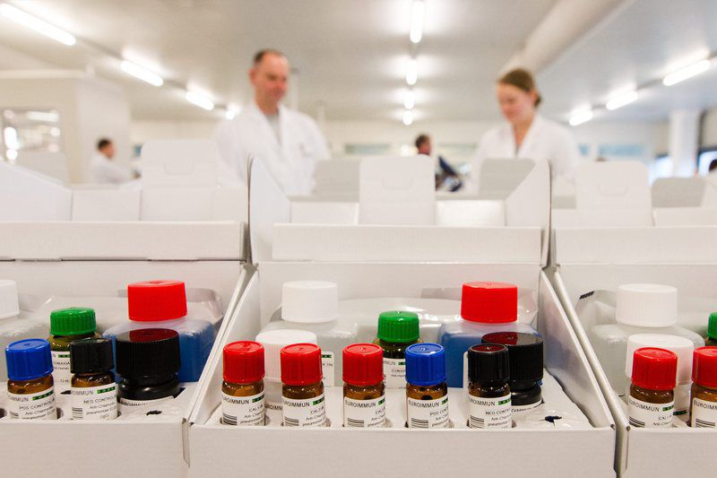 Diagnostic technology in fight against Zika virus • epa05144637 Samples of virus infections are seen at the laboratory of the company Euroimmun in Dassow, Germany, 05 February 2016. Brazilian authorities use diagnostic technology produced by the German company Euroimmun AG in the fight against the Zika virus.  EPA/DANIEL BOCKWOLDT • Lusa