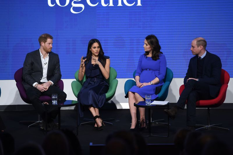 Meghan Markle une-se a William, Harry e Kate Middleton e assume cargo na Royal Foundation