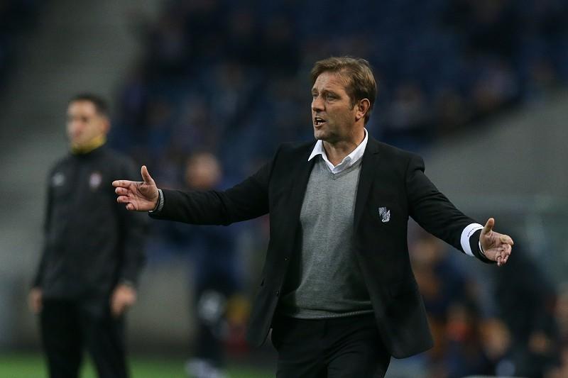 Pedro Martins deixa de ser treinador do Vitória de Guimarães ... fd4daf702eabd