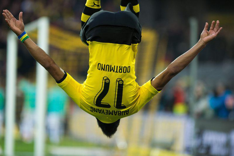 Borussia Dortmund vs Werder Bremen • epa05241108 Dortmund's Pierre-Emerick Aubameyang celebrates his 1-0 goal during the German Bundesliga match between Borussia Dortmund and Werder Bremen in Signal Iduna Park in Dortmund, Germany, 02 April 2016. (EMBARGO CONDITIONS - ATTENTION - Due to the accreditation guidelines, the DFL only permits the publication and utilisation of up to 15 pictures per match on the internet and in online media during the match)  EPA/BERND THISSEN • Lusa