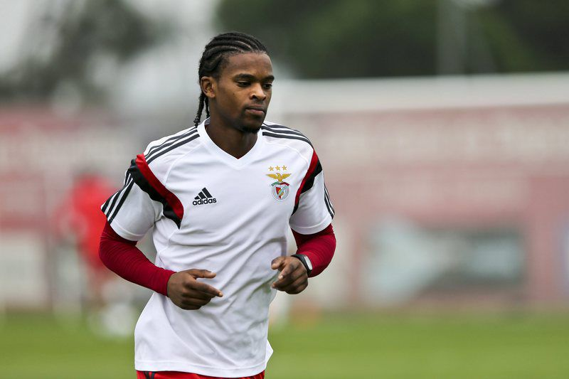 Benfica training session • epa05058010 Benfica soccer player Nelson Semedo during the training session this morning at Benfica training center in Seixal, outskirts of Lisbon, Potugal, 07 December 2015. Benfica will play  at Luz Stadium in Lisbon, Portugal against Atletico de Madrid for UEFA Champions League Group C on 08 December 2015.  EPA/MIGUEL A. LOPES • Lusa