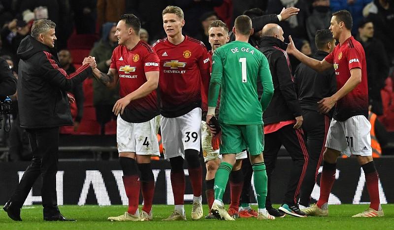 Manchester United continua a ganhar sem Mourinho e Marco Silva regressou às  vitórias 9f128b44bd4f2