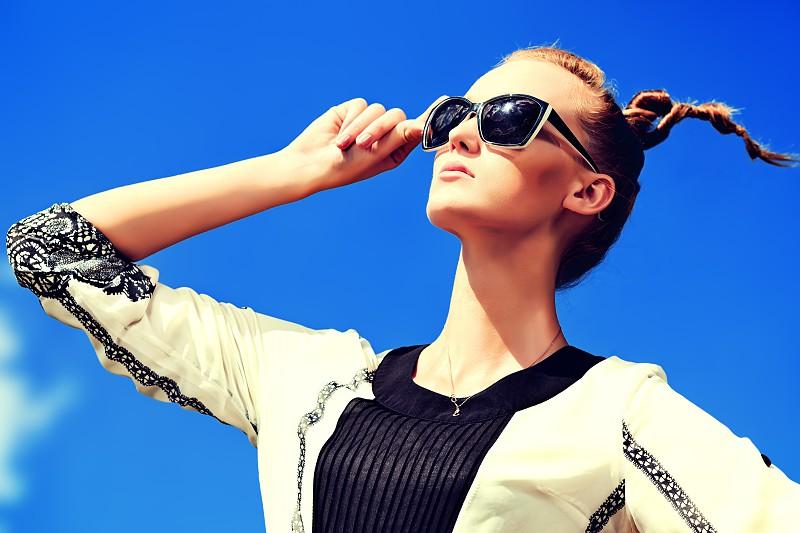 3be3385cfb946 Óculos de sol  quais os ideais para o seu formato de rosto - Dicas e ...