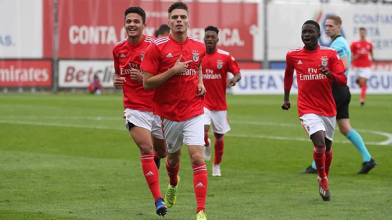 6684001262ba3 Benfica despede-se da Premier League Cup com triunfo sobre o Bayern Munique