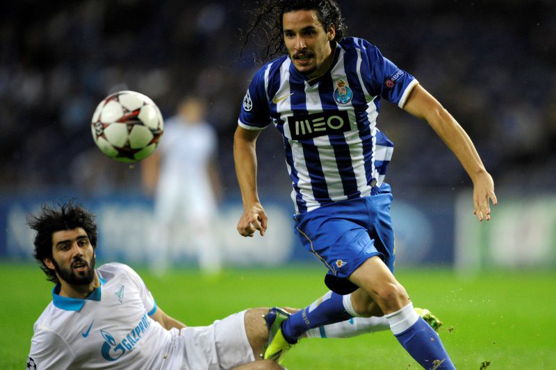 Porto's forward Lica Carneiro (R) vies with Zenit's Portuguese defender Luis Neto during the UEFA Champions League Group G football match FC Porto vs Zenit at the Dragao Stadium in Porto on October 22, 2013.  AFP PHOTO / MIGUEL RIOPA