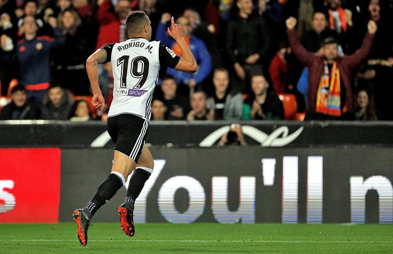 Valência vence Betis e mantém-se a um ponto do Real Madrid - La Liga ... 932e1c5ebd6d7