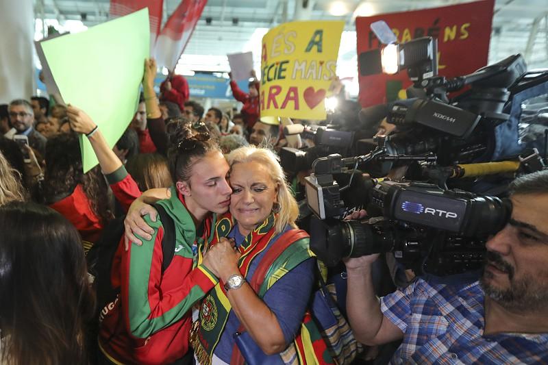 514236a0e0 ... Jogos Olímpicos da Juventude. Seleção sub-19 de futsal feminino  recebida com emoção por dezenas no aeroporto de Lisboa