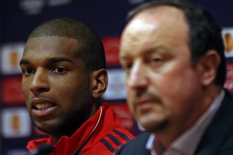 Ryan Babel com Rafael Benítez no Liverpool • Ryan Babel com Rafael Benítez no Liverpool. • Paul Ellis/EPA
