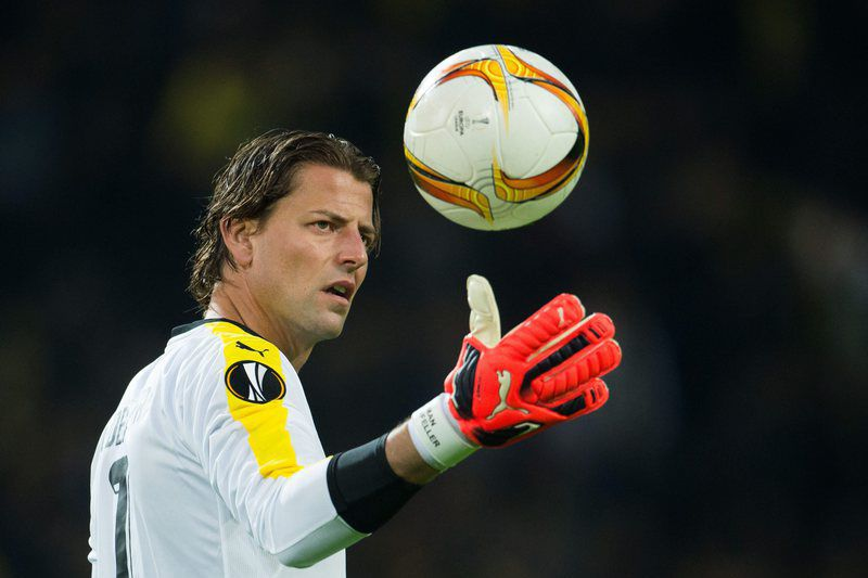 Roman Weidenfelle renova com o Borussia Dortmund • epa04935495 Dortmund's goalie Roman Weidenfeller in action during the UEFA Europa League Group C soccer match between Borussia Dortmund and FC Krasnodar at Signal Iduna Park in Dortmund, Germany, 17 September 2015.  • EPA/BERND THISSEN