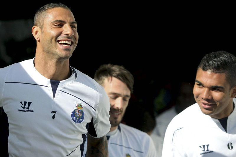 FC Porto training • FC Porto's Ricardo Quaresma (L) and Casemiro (R) during their team's training session at Dragao stadium in Porto, Portugal, 09 March 2015. FC Porto will face Basel in the UEFA Champions League soccer match on 10 March 2015. ESTELA SILVA/LUSA • © 2015