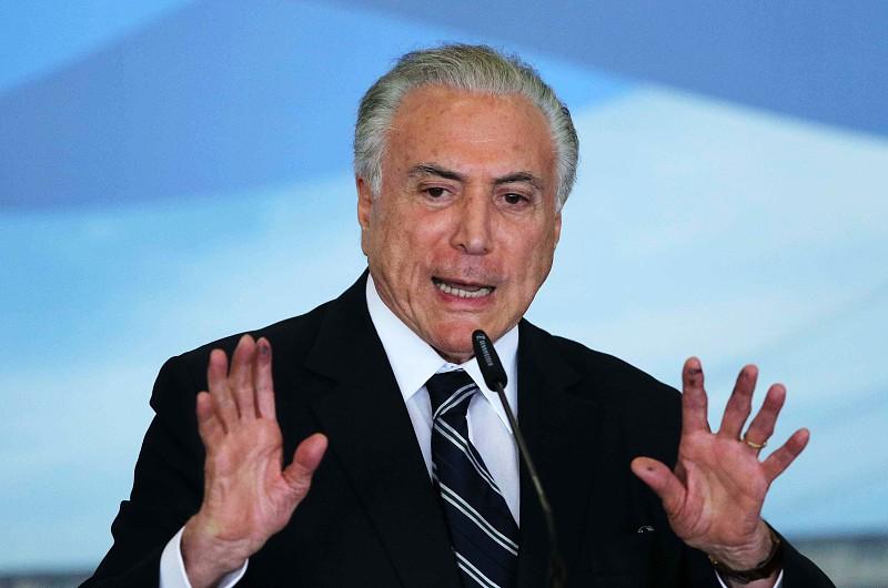 Resultado de imagem para Michel Temer autoriza abate de aeronaves que violem espaço aéreo na tomada de posse de Bolsonaro
