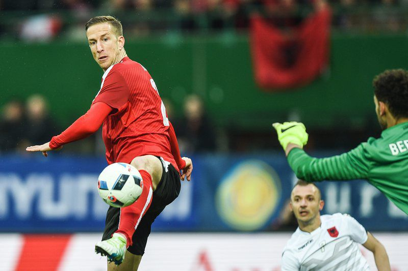 Austria vs Albania • epa05231821 Marc Janko (L) of Austria in action against goalkeeper Etrit Berisha of Albania during their international friendly soccer match in Vienna, Austria, 26 March 2016.  EPA/CHRISTIAN BRUNA • Lusa