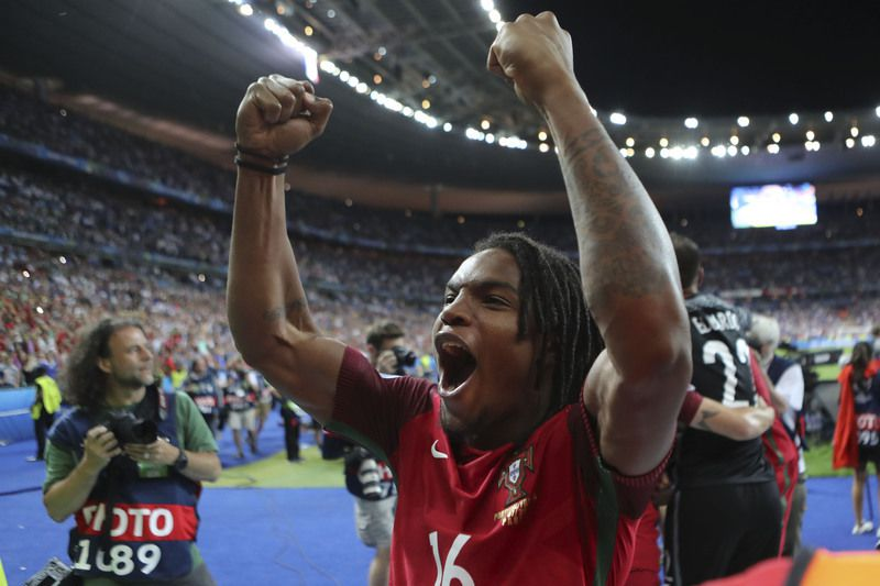 Euro 2016 Final  Portugal vs France • Portugal`s Renato Sanches celebrates the victory in the end of the UEFA EURO 2016 final match between Portugal and France at France Stadium in Saint-Denis, Paris, France, 10 of July 2016. MIGUEL A. LOPES/LUSA • Lusa