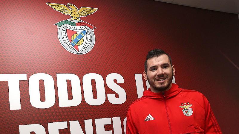 9e29badffe O Benfica renovou hoje contrato com o guarda-redes de futsal Diego  Roncaglio