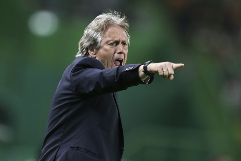 Sporting CP vs Boavista • Sporting head coach Jorge Jesus reacts during the Portuguese First League Soccer match against Boavista at Alvalade XXI Stadium in Lisbon, Portugal 8 of April 2017. MIGUEL A. LOPES/LUSA • Lusa