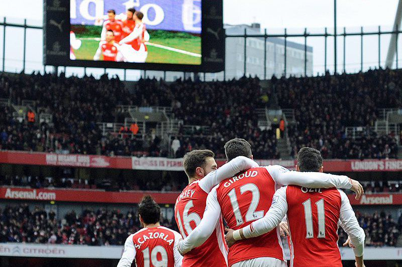 Giroud abriu a goleada do Arsenal • Arsenal's Olivier Giroud (12) celebrates scoring their first goal against Aston Villa during their Premier League match at the Emirates Stadium, London, Britain, 01 February 2015.  • EPA/GERRY PENNY
