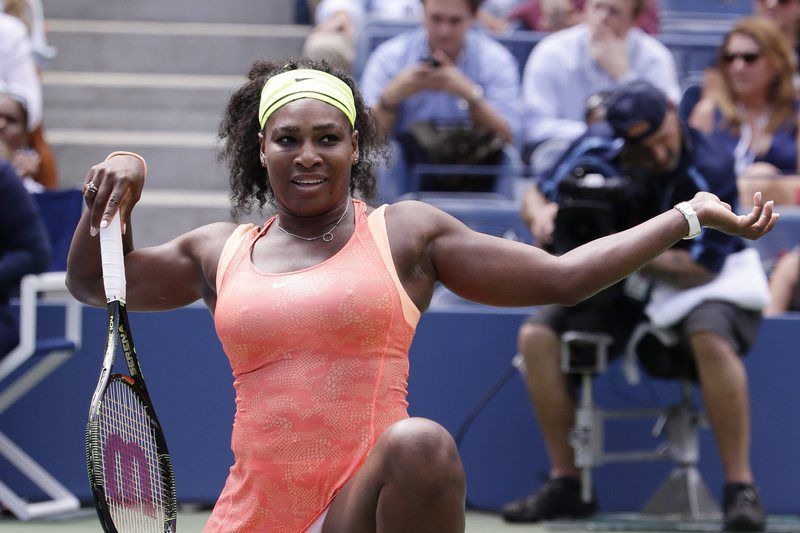 US Open Tennis • epa04925937 Serena Williams of the US reacts as she plays Roberta Vinci of Italy during their Semifinals round match on the twelfth day of the 2015 US Open Tennis Championship at the USTA National Tennis Center in Flushing Meadows, New York, USA, 11 September 2015. The US Open runs through 13 September, which is a return to a 14-day schedule.  EPA/JASON SZENES • Lusa