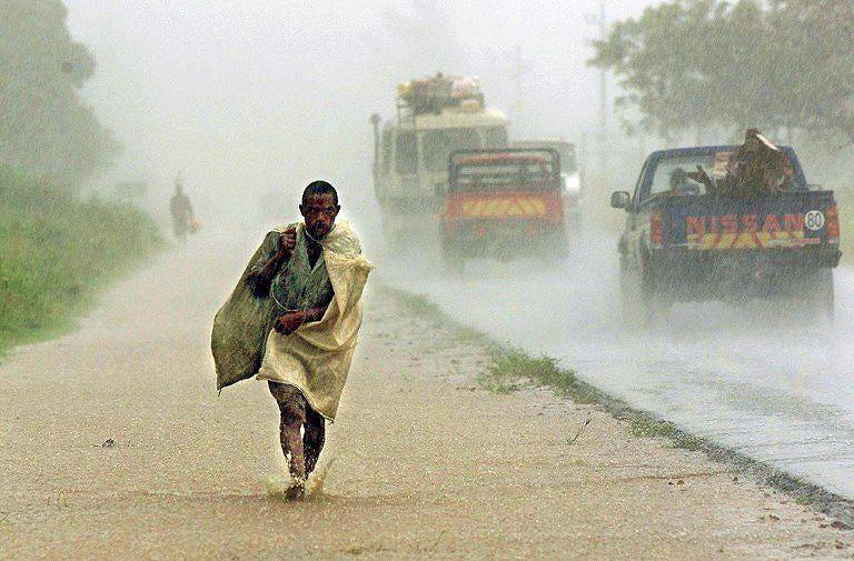 Residentes relatam mortes após passagem do ciclone Idai na Beira