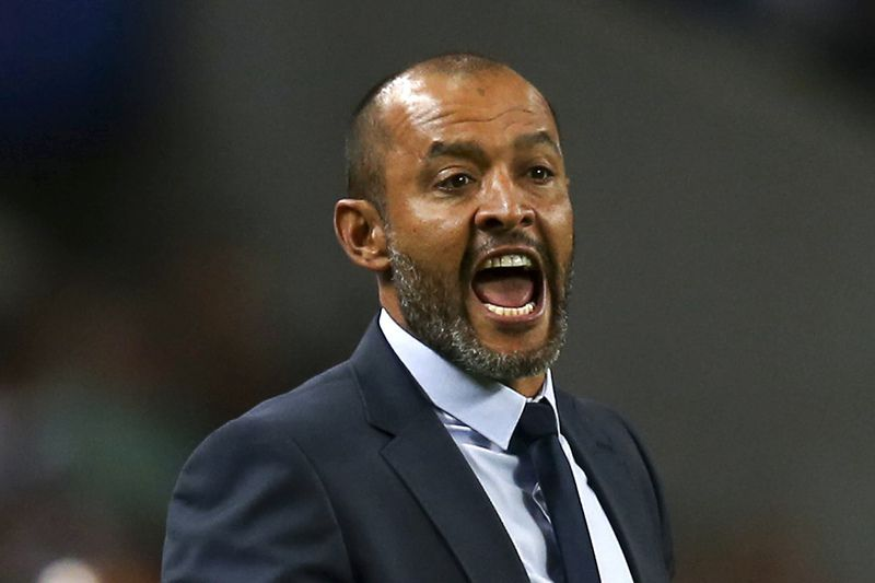 Nuno Espírito Santo • FC Porto's head coach Nuno Espirito Santo reacts during the UEFA Champions League Play off First Leg macth between FC Porto and Roma held at Dragao stadium in Porto, Portugal, 17 August 2016. ESTELA SILVA/LUSA • LUSA