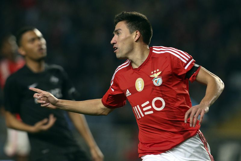 Academica vs Benfica • Benfica´s player Nico Gaitan celebrates after scoring a goal against Academica during his Portuguese First League soccer match played at City of Coimbra stadium, in Coimbra, Portugal, 30 November 2014. PAULO NOVAIS/LUSA • Lusa