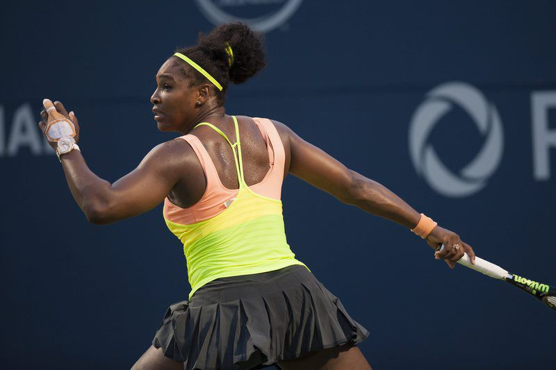 Toronto Roger's Cup • epa04885712 Serena Williams of the US in action against Switzerland's Belinda Bencic in their semifinal match at the Rogers Cup women's tennis tournament in Toronto, Canada, 15 August 2015. Bencic defeated Williams.  EPA/WARREN TODA • Lusa
