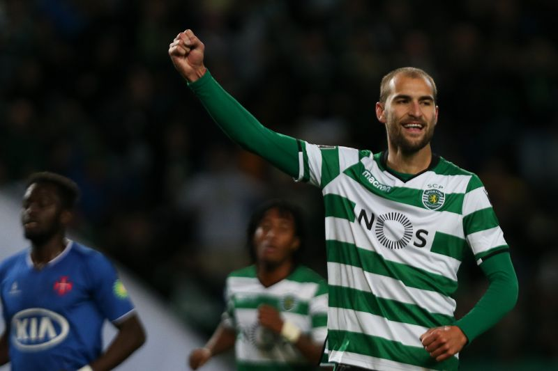 Sporting's player Bas Dost celebrates after scoring the first goal against Belenenses during their Portuguese first league soccer match at the Alvalade stadium in Lisbon, Portugal, 01 December 2017. MANUEL DE ALMEIDA/LUSA