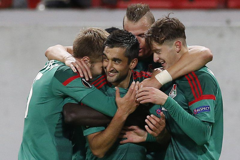 8c4d58c3ebe37e77a16a609e44f269d7e16b23de.jpg • epa04959433 Aleksandr Samedov (C) of Lokomotiv Moscow celebrates with team mates after scoring the 2-0 goal during the during the UEFA Europa League group H soccer match between Skenderbeu and Lokomotiv Moscow at Lokomotiv stadium in Moscow, Russia 01 October 2015.  EPA/MAXIM SHIPENKOV • EPA/MAXIM SHIPENKOV