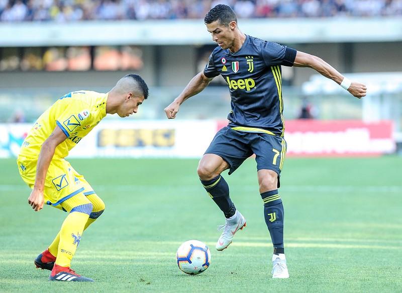 62a6ce8ecf Cristiano Ronaldo e Cancelo vencem na estreia pela Juventus - Serie ...