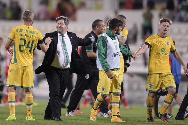 Gil Vicente vs Sporting • Sporting president Bruno de Carvalho (2L) celebrates with his players the victory over Gil Vicente in the end of their Portuguese First League soccer match held at Barcelos Stadium, Barcelos, Portugal, 21 September 2014. HUGO DELGADO/LUSA • LUSA2014
