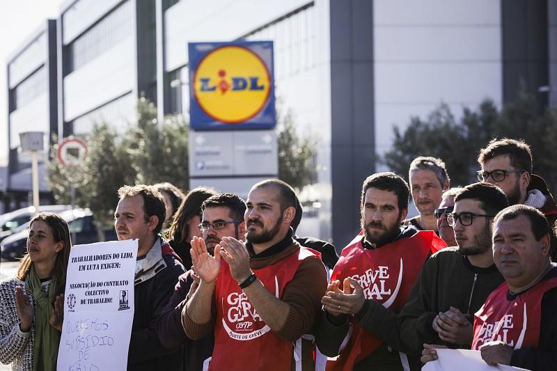 Resultado de imagem para Trabalhadores do Lidl em greve a partir de hoje ao trabalho suplementar