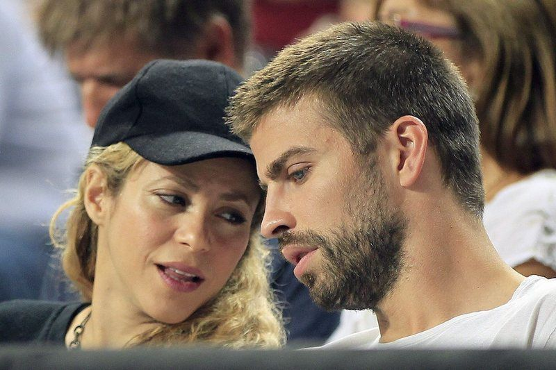 FIBA Basketball World Cup 2014 • epa04393074 Colombian singer Shakira (L) and FC Barcelona soccer team player Gerard Pique (R) watch the FIBA Basketball World Cup quarter final match between Slovenia and USA played at Sant Jordi Palace in Barcelona, northeasthern Spain, on 9 September 2014.  EPA/ANDREU DALMAU