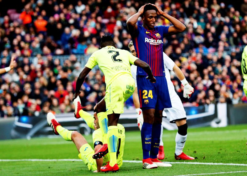 epa06515560 Barcelona's Yerry Mina (R) reacts during the Spanish Primera Division soccer match between FC Barcelona and Getafe CF at Camp Nou in Barcelona, Spain, 11 February 2018.  EPA/ALEJANDRO GARCIA