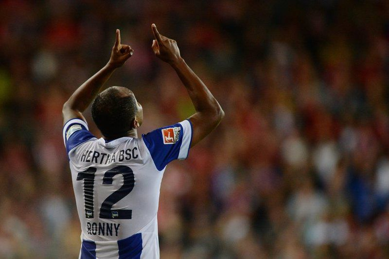 Ronny do Hertha celebra um golo importante • Ronny of Hertha BSC celebrates after scoring the equalizer during the German Bundesliga soccer match between SC Freiburg and Hertha BSC in Freiburg, Germany, 19 September 2014 • EPA/PATRICK SEEGER