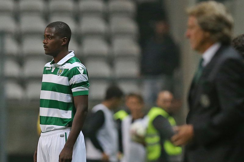 William Carvalho durante o jogo do Sporting no Bessa • William Carvalho durante o jogo do Sporting no Bessa. • José Coelho
