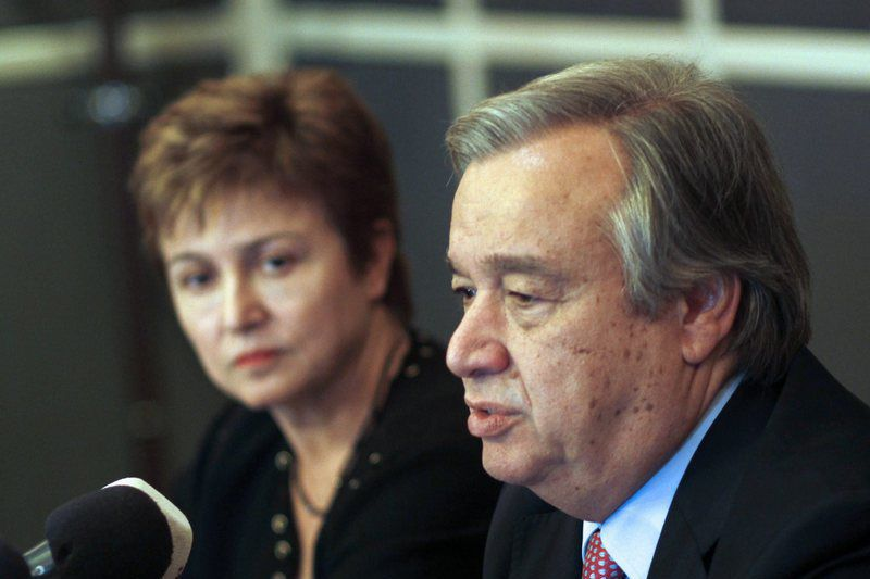 Press conference regarding Syrian refugees • epa03511101 UN High Commissioner for Refugees Antonio Guterres (R) speaks during a jpint pres conference with European Union Commissioner for International Cooperation, Humanitarian Aid and Crisis Response Kristalina Georgieva (L), in Amman, Jordan, 16 December 2012. According to official estimates, about a quarter of a million Syrians have fled to Jordan since the 21-month-old crisis in their country began.  EPA/JAMAL NASRALLAH • Lusa
