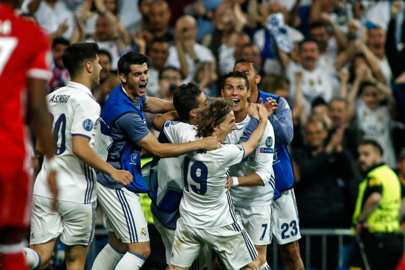 Cristiano Ronaldo faz história...mas com golo irregular - Liga dos ... d7a1ea3786712