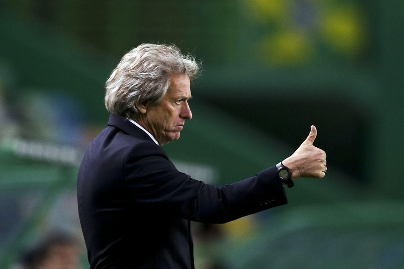 Sporting CP vs Arouca • Sporting CP head coach Jorge Jesus reacts during the Portuguese First League Soccer match against Arouca at Alvalade XXI Stadium in Lisbon, Portugal, 6th November 2016. MIGUEL A. LOPES/LUSA • Lusa