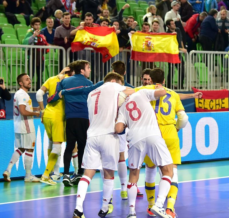 Europeu de Futsal  Espanha junta-se a Portugal na final - Desporto ... eb634d2495ee6