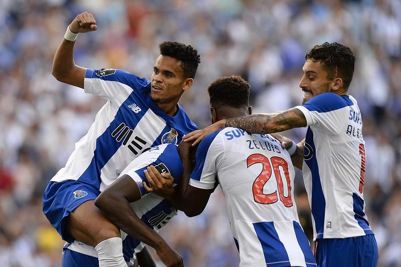 FC Porto 3-0 V. Guimarães: 'Dragões' vencem jogo atribulado e colocam pressão no Benfica