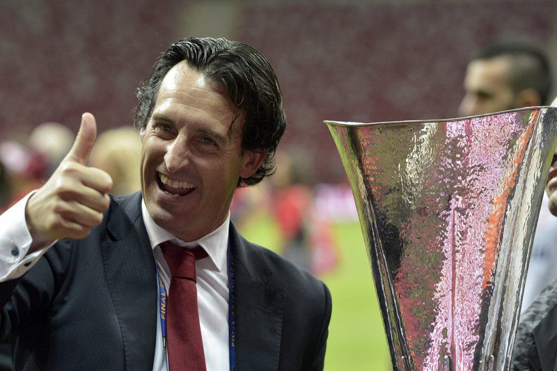 Unai Emery • epa04771591 Sevilla's head coach Unai Emery celebrates with the trophy after the UEFA Europa League final between FC Dnipro Dnipropetrovsk and Sevilla FC at the National Stadium in Warsaw, Poland, 27 May 2015. Sevilla won 3-2.  EPA/ADAM WARZAWA