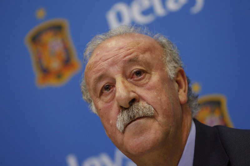 VICENTE DEL BOSQUE PRESENTS HIS BOOK 'WINNING AND LOSING: EMOTIONAL STRENGTH' • epa05078129 Spanish National soccer team coach, Vicente del Bosque, addresses to media during the presentation of his book 'Winning and losing: Emotional strength', at Las Rozas soccer city in Madrid, Spain, 21 December 2015.  EPA/JUAN CARLOS HIDALGO • Lusa