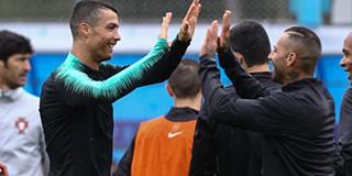 3884531be4a46 Quaresma e Ronaldo competem pelo prémio de golo do ano da FIFA