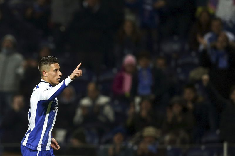 FC Porto vs Pa • FC Porto's Cristian Tello celebrates a goal against Paços de Ferreira during the Portuguese First soccer match held at Dragao stadium in Porto, Portugal, 01 February 2015. ESTELA SILVA/LUSA • © 2015