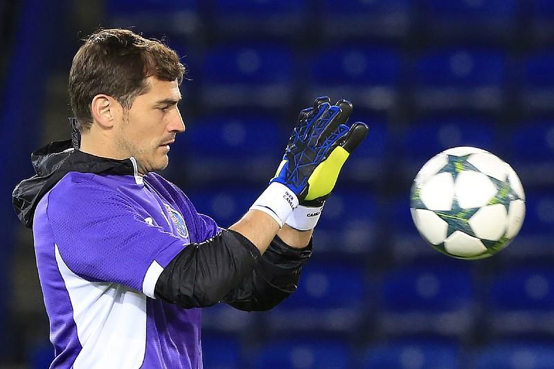 b4e50ef16a Iker Casillas durante um treino do FC Porto em Leicester para a Liga dos  Campeões • Iker Casillas durante um treino do FC Porto em Leicester.