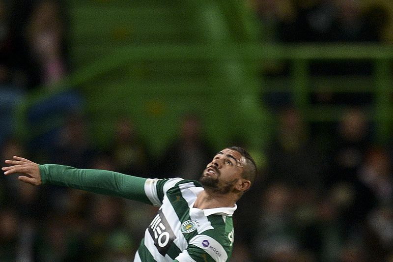 Maurício • Sporting's Brazilian defender Mauricio (Up) heads the ball past Academica's Brazilian midfielder Makelele during the Portuguese league football match Sporting vs Academica at the Alvalade stadium on February 2, 2014.   AFP PHOTO/ PATRICIA DE MELO MOREIRA