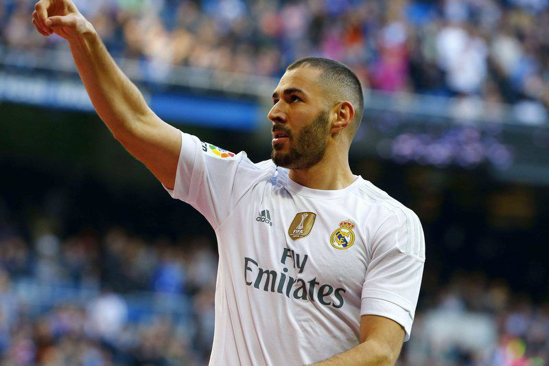 REAL MADRID VS GETAFE • epa05055573 Real Madrid's French striker Karim Benzema jubilates his goal against Getafe FC during their Primera Division soccer match played at Santiago Bernabeu stadium in Madrid, Spain on 05 December 2015.  EPA/JP GANDUL • Lusa