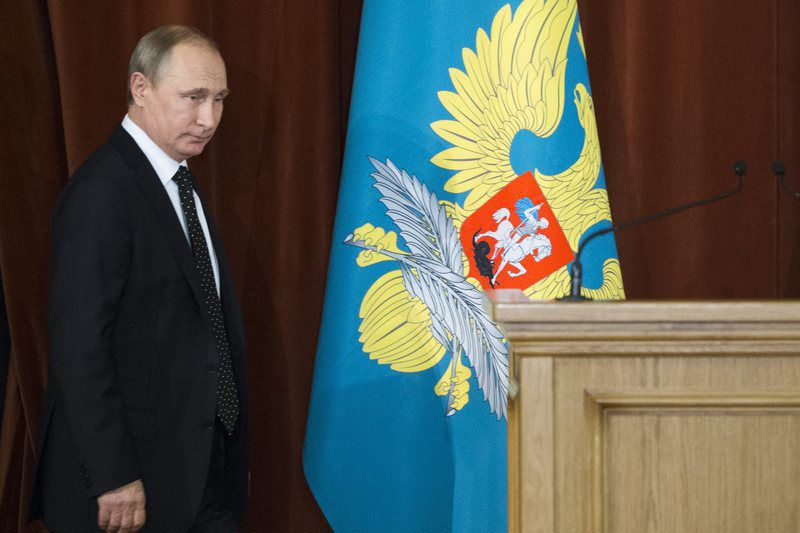 Vladimir Putin meeting with Russian ambassadors and permanent envoys in Moscow • epa05398838 Russian President Vladimir Putin arrives to attend a meeting with Russian ambassadors and permanent envoys in Moscow, Russia, 30 June 2016. The meeting focuses on continued efforts to strengthen Russia's role on the international stage and promote national interests in a situation of intensifying global competition.  EPA/IVAN SEKRETAREV / POOL • Lusa