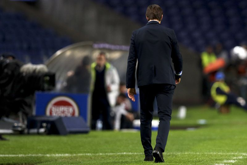 FC Porto vs Rio Ave • FC Porto's head-coach Julen Lopetegui during their Portuguese First League soccer match against Rio Ave, held at Dragao stadium, Porto, Portugal, 6th January 2016. JOSE COELHO/LUSA • Lusa