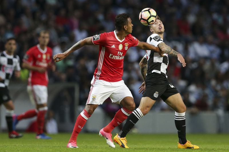 Boavista vs Benfica • Boavista's Iuri Medeiros (R) in action against Benfica's Filipe Augusto during their Portuguese First League soccer match, held at Bessa stadium, Porto, north of Portugal, 20 May 2017. JOSE COELHO/LUSA • © 2017 LUSA - Agência de Notícias de Portugal, S.A.