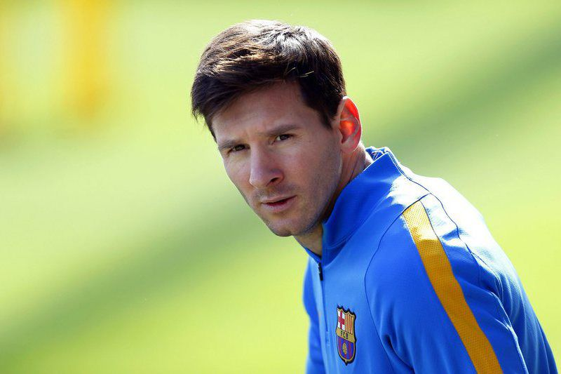 FC Barcelona training • epa04948249 FC Barcelona's Argentinian striker Lionel Messi attends his team's training session at Joan Gamper sports city in Sant Joan Despi near Barcelona, Spain, 25 September 2015. FC Barcelona will face UD Las Palmas in the Spanish Primera Division soccer match on 26 September 2015.  EPA/ALEJANDRO GARCIA • Lusa